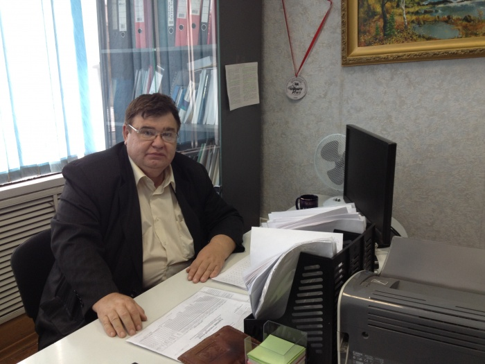 Сергей Викторович Швец в кабинете.